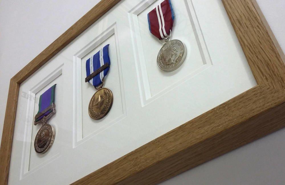 Modern frame for medals